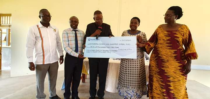 UWA Gives UGX 4.189 Billions to Communities Around Murchison Falls Park